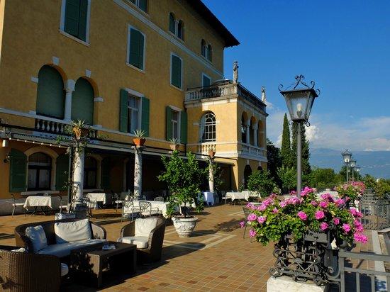 Hotel Villa del Sogno : 花も多く優雅な雰囲気
