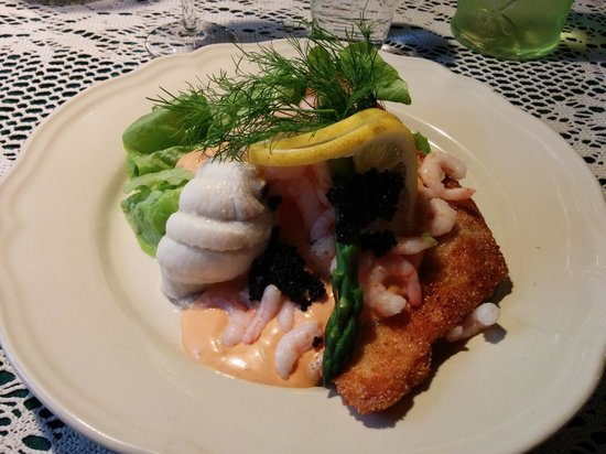 Toldbod Bodega : Steamed and fried plaice with shrimp, lemon and caviar.