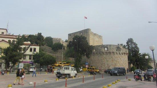 Cesme Castle: Общий вид крепости