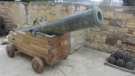 Cesme Castle: Пушка