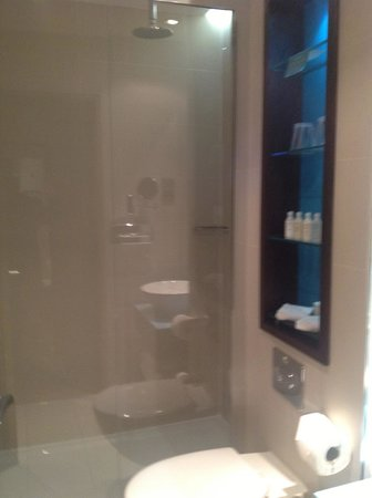 Hotel Indigo London-Paddington: Compact, great shower