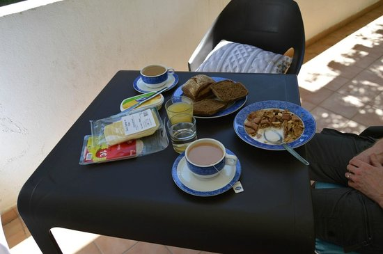 Vilabranca Apartments: Breakfast on terrace:-)