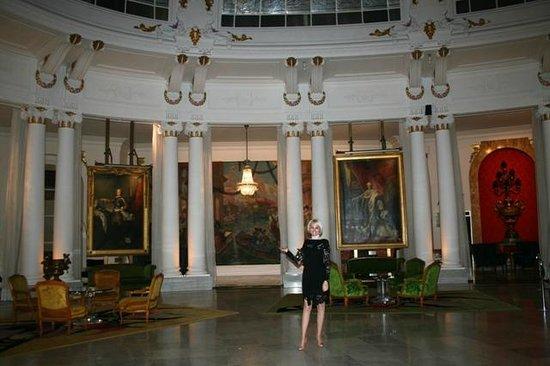 Hotel Negresco: холл