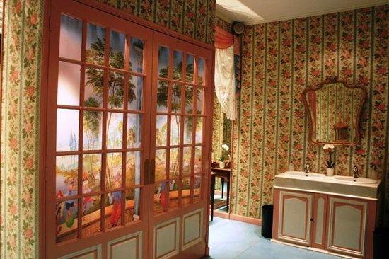 Hotel Negresco: ванная отеля 1ый этаж