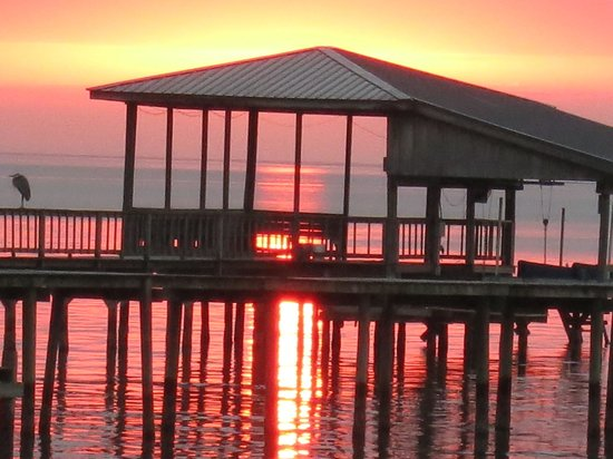 Bay Breeze Bed & Breakfast: Sunset from the Bay Breeze private pier
