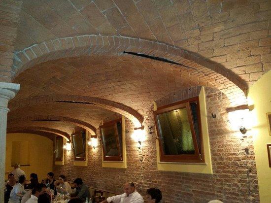 Ristoranti Bagnolo San Vito Mn : La sala ristorante foto di corte colombarola bagnolo san vito