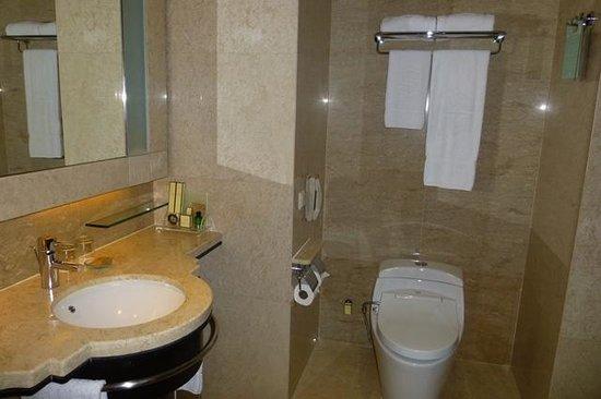 Baños Con Vestidor Incluido:Fachada: fotografía de Shangri-La Hotel Kuala Lumpur, Kuala Lumpur