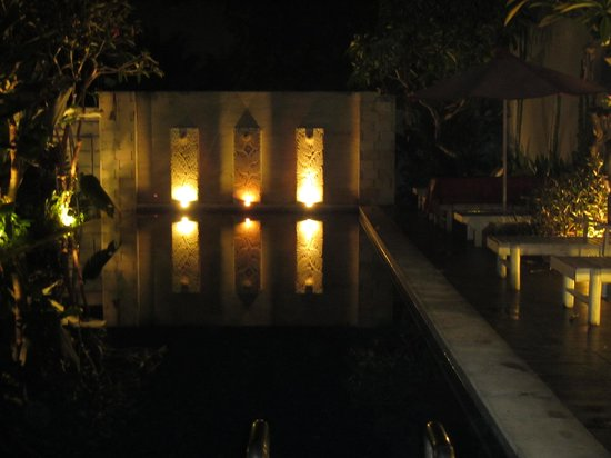 Ivory Resort Seminyak: Pool at night