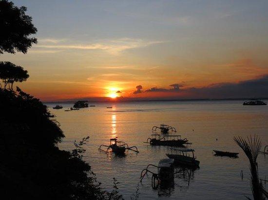 Lembongan Reef Bungalow: Beautiful Sunsets