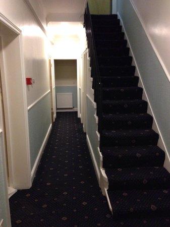 l 39 escalier pour descendre a la cave picture of. Black Bedroom Furniture Sets. Home Design Ideas