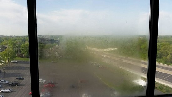 DoubleTree by Hilton Hotel St. Louis - Westport : View from my 10th floor window clouded because leaky double pane window was full of condensation