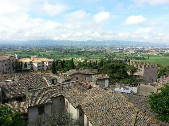 Hotel Giotto Assisi : Вид с террасы отеля.