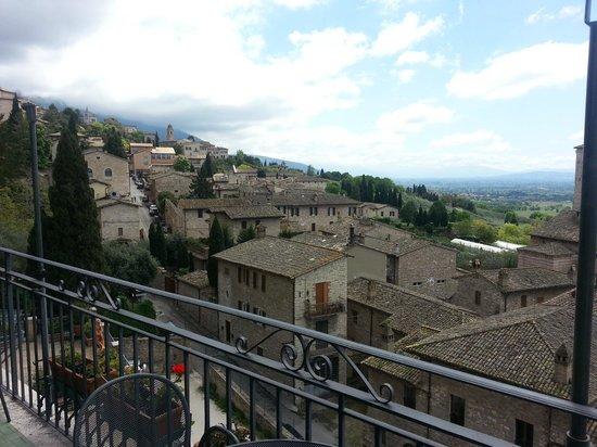 Hotel Giotto Assisi: Вид с террасы отеля.