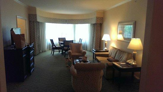 Omni Shoreham Hotel: Room 240 living room.
