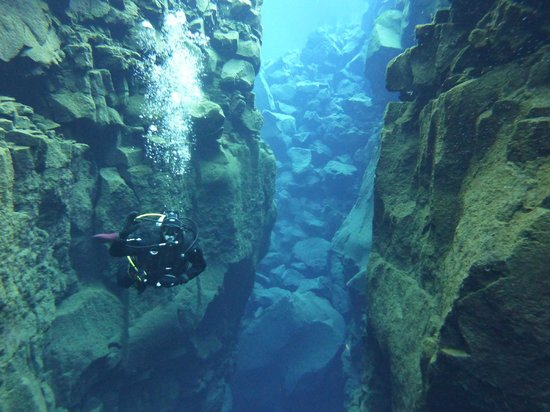 Scuba Iceland: Me in the crack.