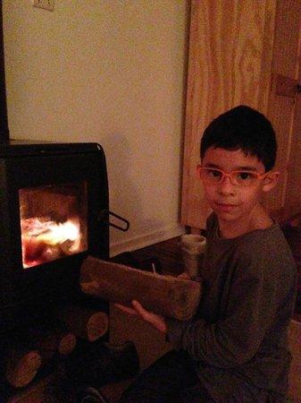 Petit Verdot: chimenea en la habitacion
