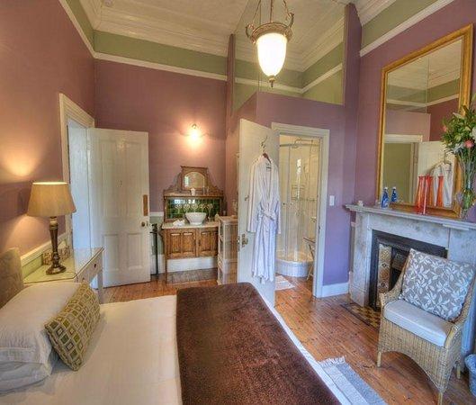 Parker Cottage: The Koi Pond Room (a Beautiful, or mid range, room)