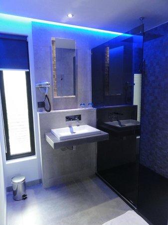 salle d 39 eau chambre n 5 picture of nature design bonifacio tripadvisor. Black Bedroom Furniture Sets. Home Design Ideas