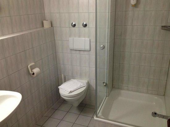 Jaegerhaus: Bad Zimmer 214