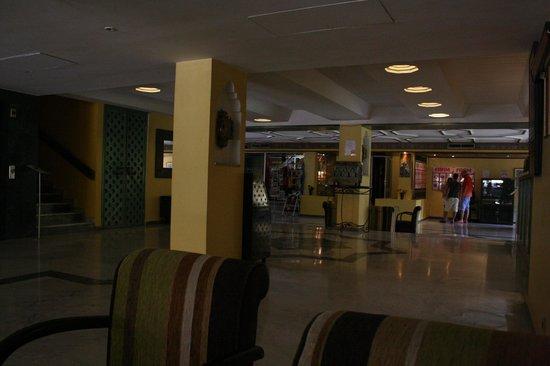 Hotel Chems : Hall de l'hôtel