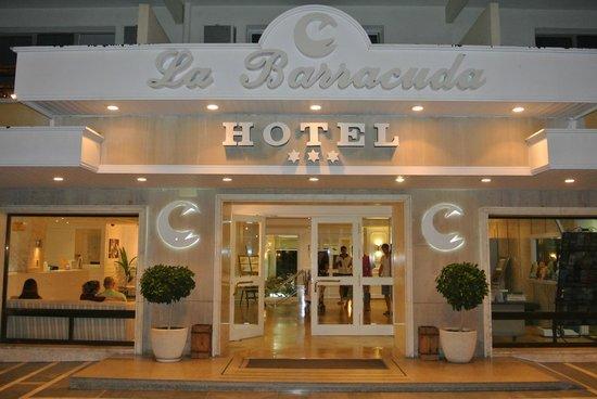 La Barracuda Hotel : entrée de l'hôtel