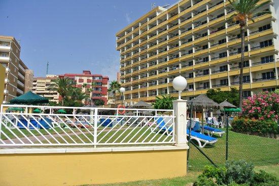 La Barracuda Hotel : hôtel (vue depuis le paseo)