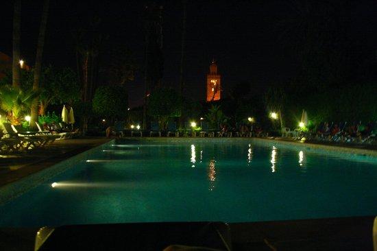 Hotel Chems : Piscine, vue sur la Koutoubia