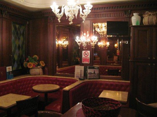 Hotel Lux: ホテル