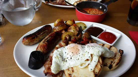 Deano's graze & grill: Cracking Breakfast..... best sausage ive had in ages!