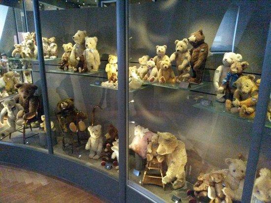 Spielzeug Welten Museum Basel: alte Teddybären