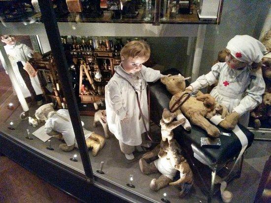 Spielzeug Welten Museum Basel: Bärendoktor