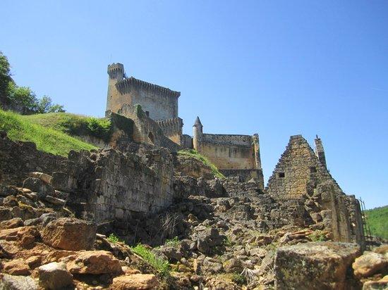 Chateau de Commarque: vue d'ensemble