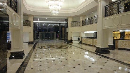 Bellis Deluxe Hotel: xолл