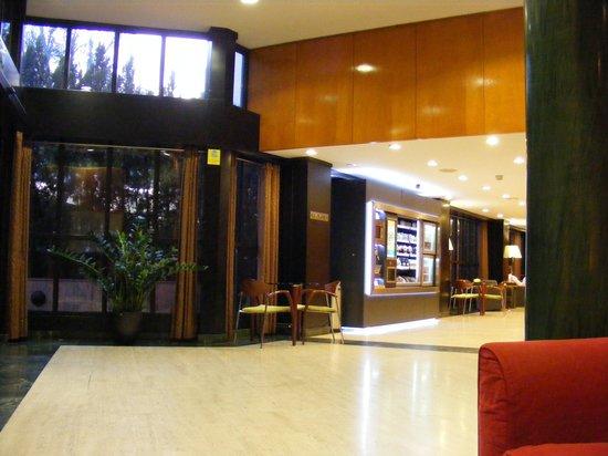 Leonardo Hotel Madrid City Center : Lounge view