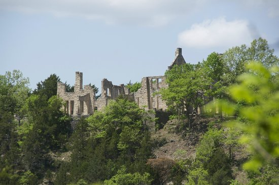 Ha Ha Tonka State Park: Castle ruins from the strait up from the springs