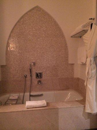 The St. Regis Doha: Bathroom