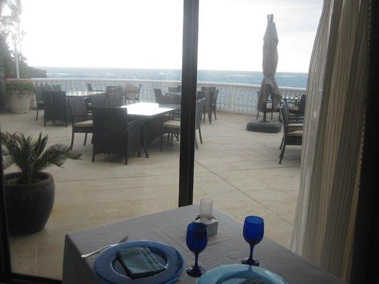 Fairmont Southampton: Outside the Ocean Grill