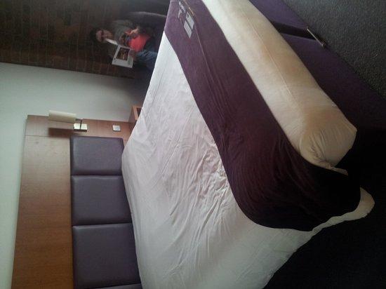 Premier Inn Liverpool Albert Dock Hotel: Huge bed?