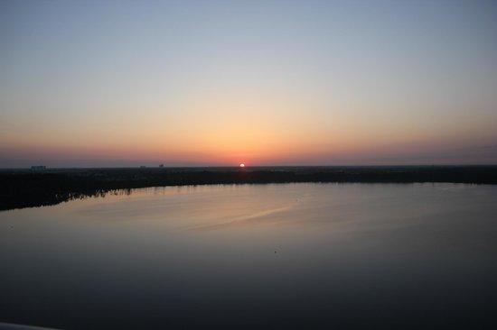 Blue Heron Beach Resort: Sunrise View from Room