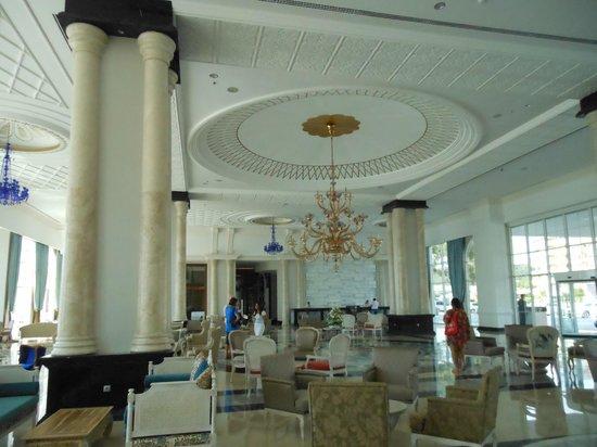 Rubi Platinum Spa Resort & Suites: Вестибюль