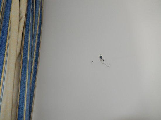 Prestige Hotel Mar y Sol Elit: ben...il manque juste le luminaire... mais le trou est resté