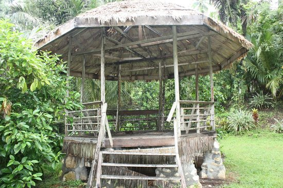 Tangkoko Dove Villas : Lovely chill out area in the gardens!