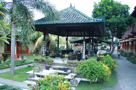 Padang Bai Beach Resort: беседка :)