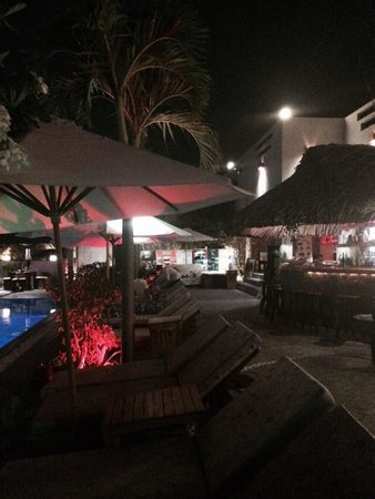 Breeze Restaurant & Bar : Lounges and the bar