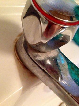 Old Grey Mare: Sink taps (room 9)