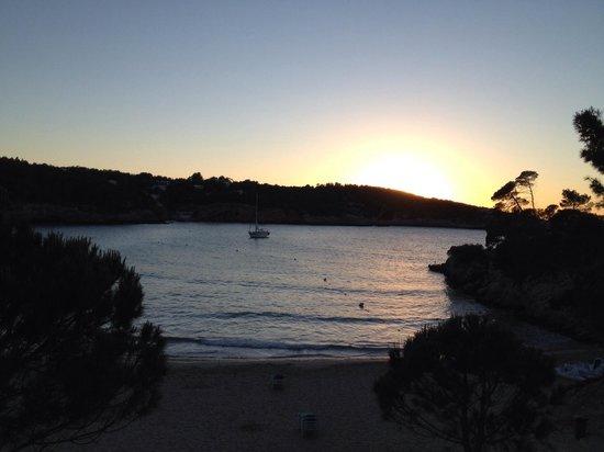 Portinatx Beach Club Hotel: Sunset over the main beach