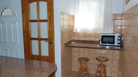 Apartamentos Benimeit: Coin repas dans la cuisine