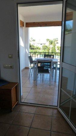 Apartamentos Benimeit: Accès à la terrasse de la chambre