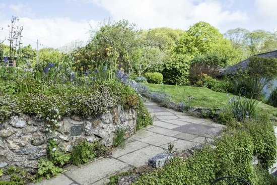 Rose Cottage Guest House: the lovely gardens