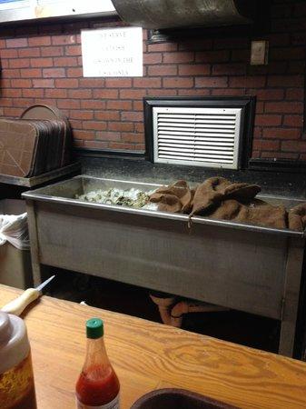 Hunt's Seafood Restaurant & Oyster Bar: Nasty Oyster Bar